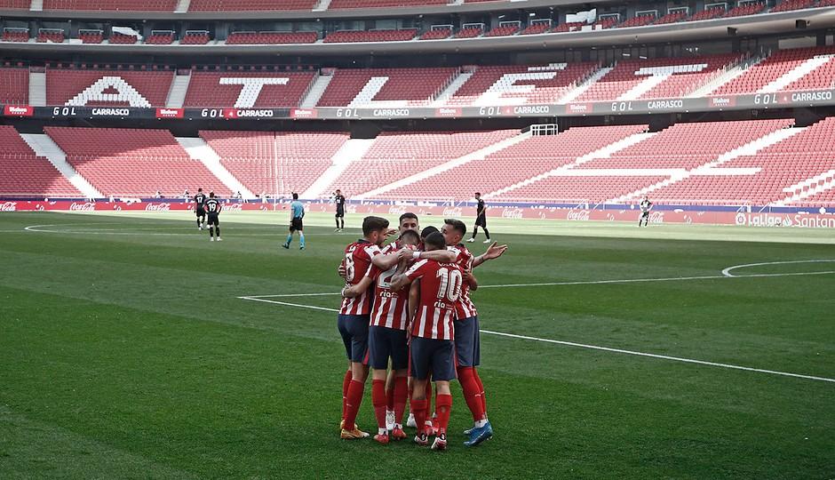 Análisis del Atlético 5-0 Eibar: Correa revive al líder