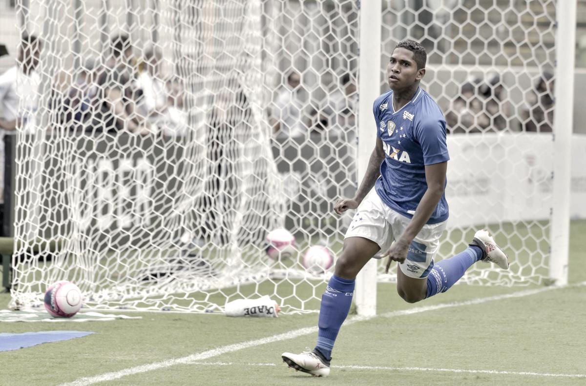 Raniel comemora gol que deu vitória ao Cruzeiro no clássico contra Atlético-MG