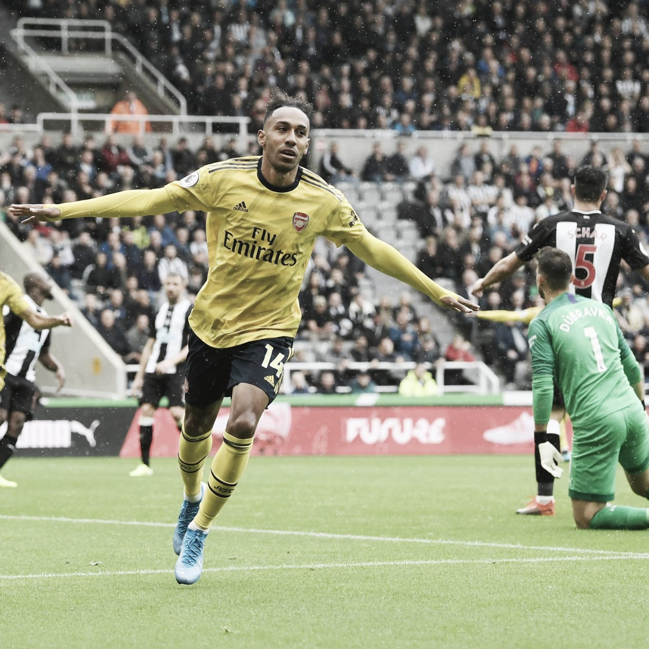 Aubameyang marca, e Arsenal vence Newcastle pela Premier League