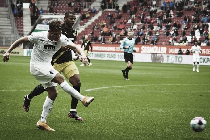 Com boa atuação defensiva, Augsburg surpreende e derrota Dortmund
