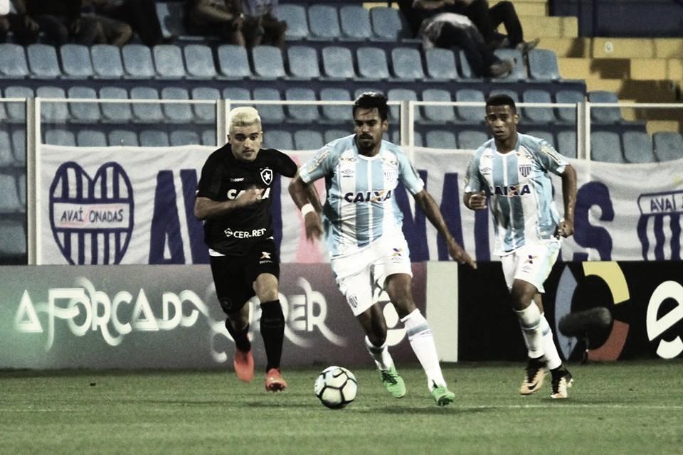 Avaí encara pressionado Botafogo ainda atrás de primeira vitória no Brasileiro