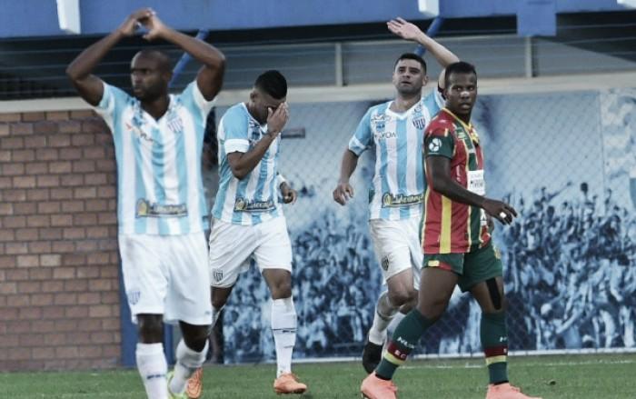 Com um gol em cada tempo, Avaí bate Sampaio Corrêa e confirma primeira vitória na Série B