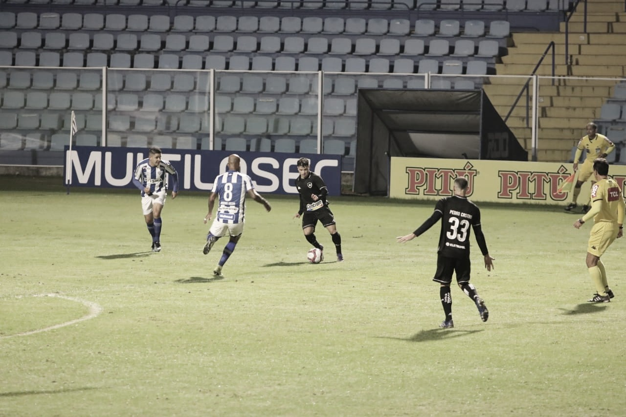 Botafogo marca no fim e evita derrota para Avaí na Ressacada