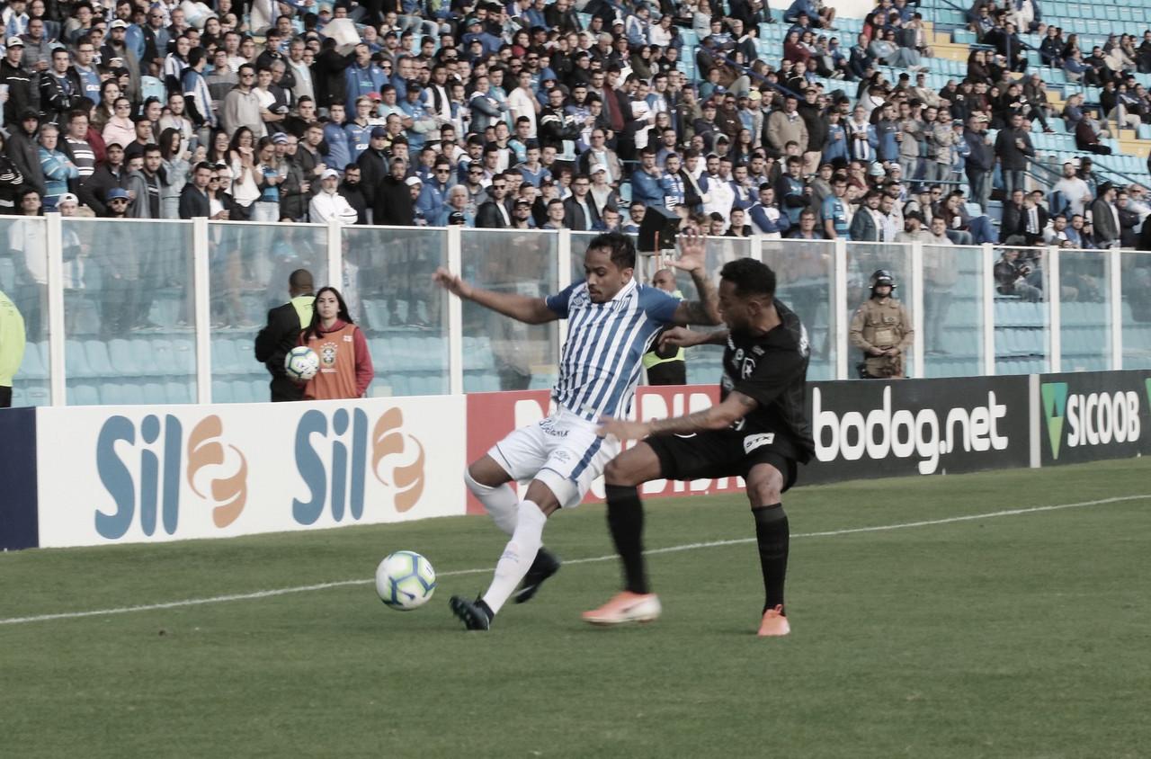 No meio da tabela, Avaí e Botafogo duelam para se aproximar do G-4 da Série B