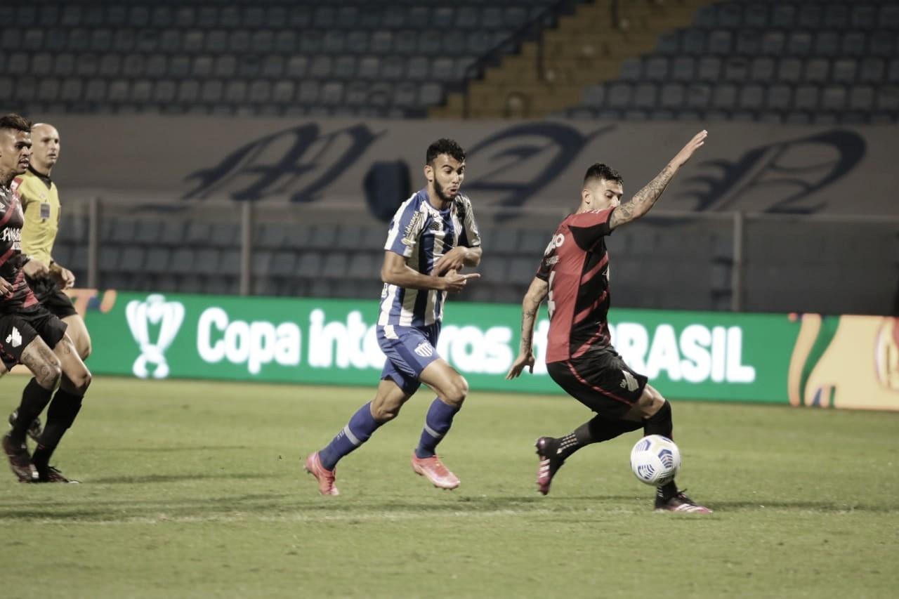 Avaí e Athletico ficam no empate em jogo movimentado na Copa do Brasil