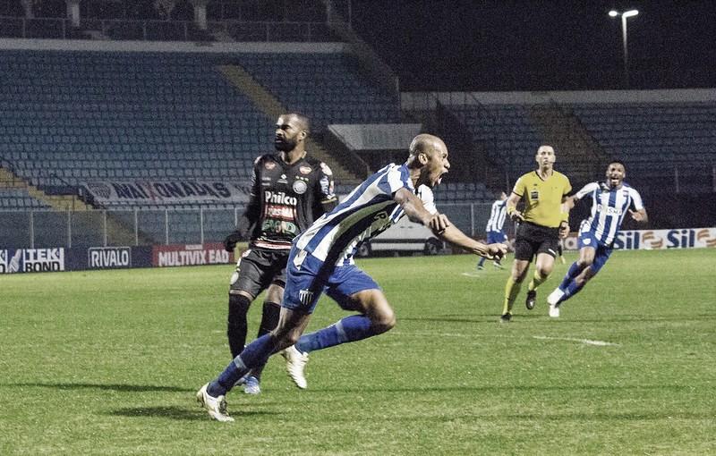 Com gol de Copete, Avaí bate Operário e encosta no G-4 da Série B