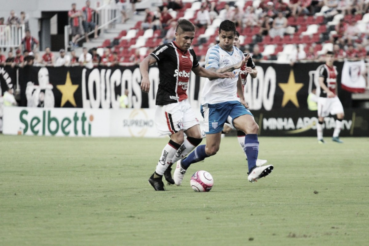 """Após mais uma vitória do Avaí fora de casa, Claudinei Oliveira ressalta: """"Encaixamos uma forma de jogar"""""""