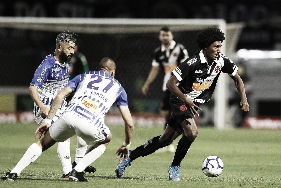Em jogo morno, Avaí e Vasco empatam sem gols
