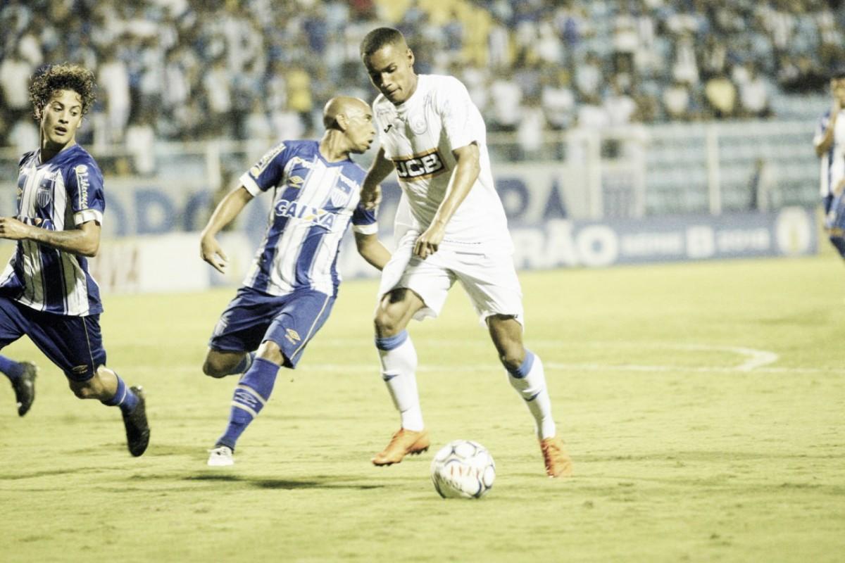 Avaí pressiona, mas fica no empate com São Bento e aumenta jejum na Ressacada