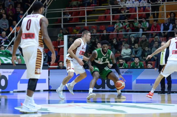 FIBA Champions League - La Reyer ruggisce e rimonta Avellino nell'andata (53-49)