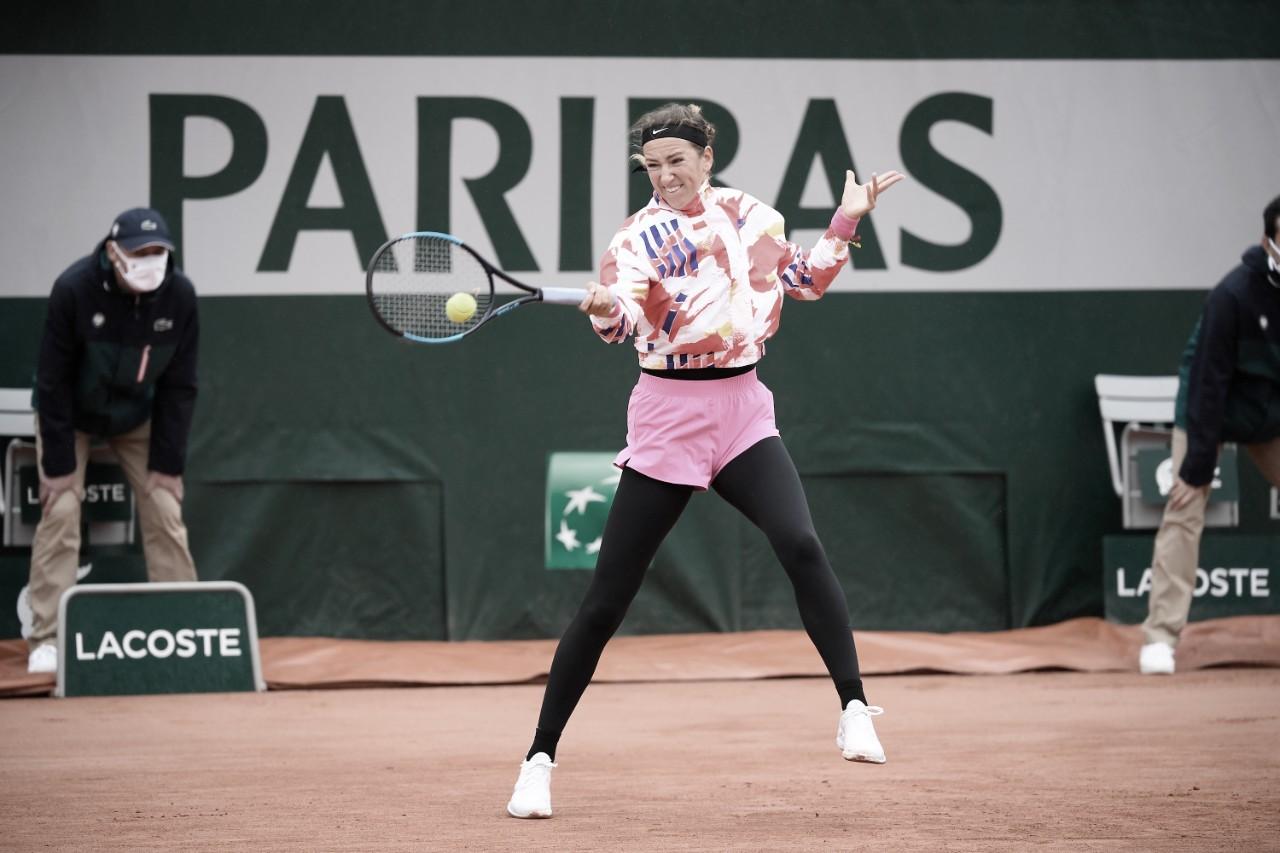Em jogo de condições adversas, Azarenka estreia com vitória rápida sobre Kovinic em Roland Garros