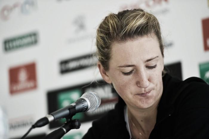 Com lesão no joelho, Victoria Azarenka se retira de Wimbledon 2016