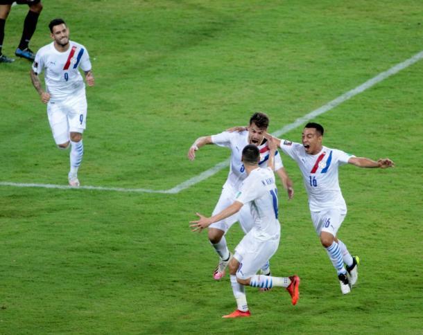 El festejo sobre el cierre de Paraguay. Foto: Selección Paraguaya Twitter @Albirroja