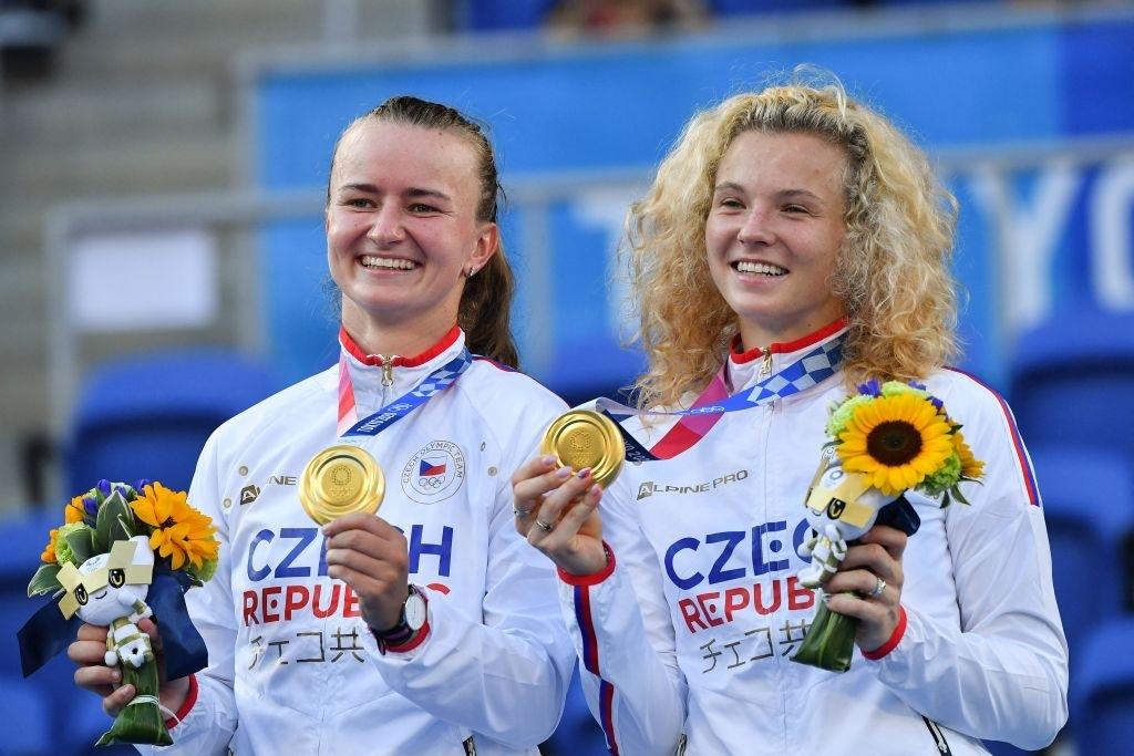 Tokyo 2020 Olympic mixed doubles champions <b><a  data-cke-saved-href='https://vavel.com/en-us/tennis-usa/2021/06/10/1074272-2021-french-open-barbora-krejcikova-wins-epic-semifinal-against-maria-sakkari-to-reach-first-major-singles-final.html' href='https://vavel.com/en-us/tennis-usa/2021/06/10/1074272-2021-french-open-barbora-krejcikova-wins-epic-semifinal-against-maria-sakkari-to-reach-first-major-singles-final.html'>Barbora Krejcikova</a></b> and Katerina Siniakova. Photo: Tiziana Fabi