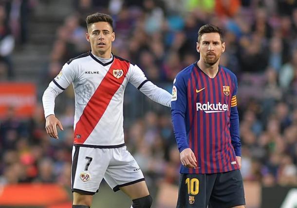 Álex Moreno junto a Messi   Fotografía: FC Barcelona