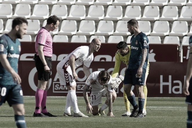 Álvaro Jiménez tras su golpe en la jornada anterior frente al Espanyol. / Foto: Albacete BP.