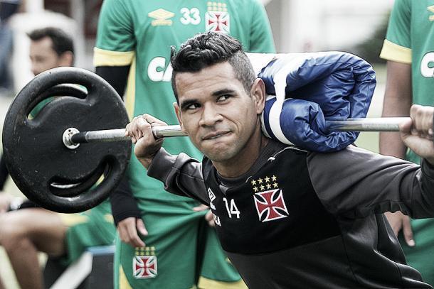 Éderson durante treinamento no campo anexo de São Januário (Foto: Paulo Fernandes/Vasco.com.br)