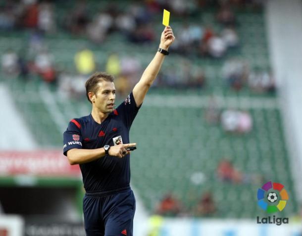 Foto del árbitro de encuentro: Adrián Cordero Vega. | Foto: CD Mirandés