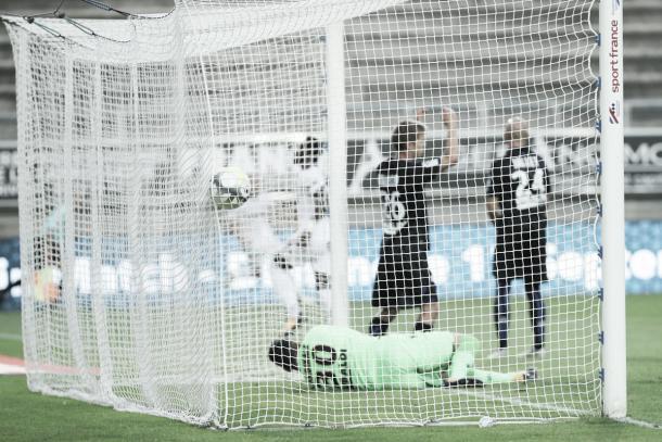 Uno de los goles Konaté en la victoria del Angers sobre el Niza. Foto: twitter.com/AngersSCO