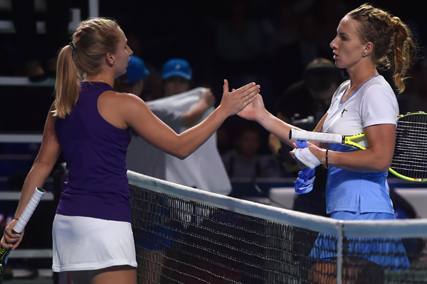 Both players meet at the net after last year's Kremlin Cup final | Photo: WTA