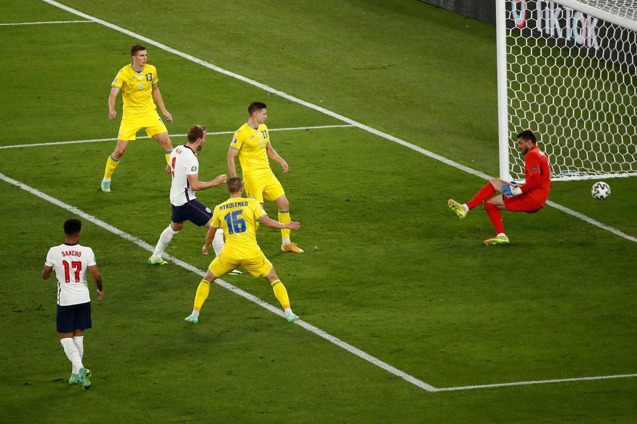 El MVP del partido remata a placer y pone el 0-3 | Imagen: UEFA