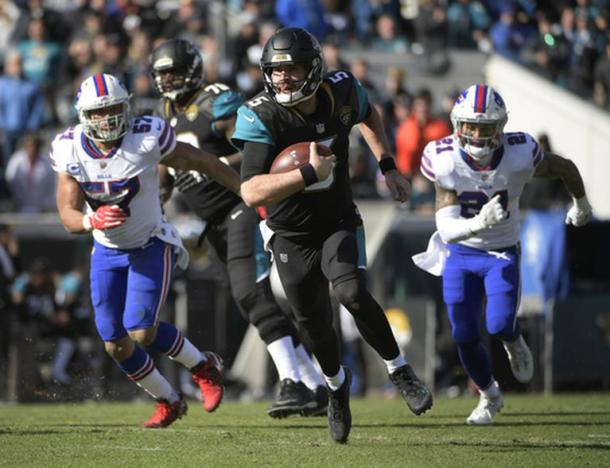 QB Blake Bortles (5) uses his legs to help the Jags beat the Bills to move on (AP Photo/Stephen B. Morton)