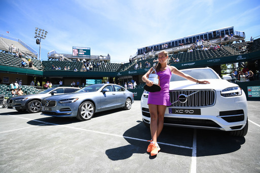 Daria Kasatkina poses along with the Volvo car she won by clinching the title | Photo: Volvo Car Open
