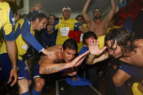 Celebración de los jugadores en el vestuario   Imagen: Diario de Cádiz