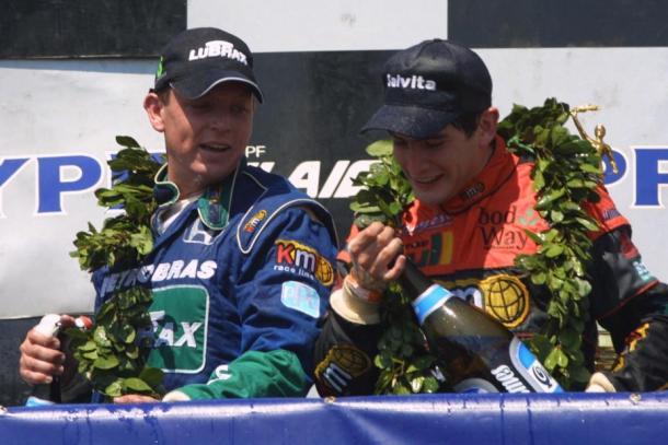 Nicolás Vuyovich junto a Guillermo Ortelli en el primer triunfo del salteño en el TC 2000. Foto: Alentandoo