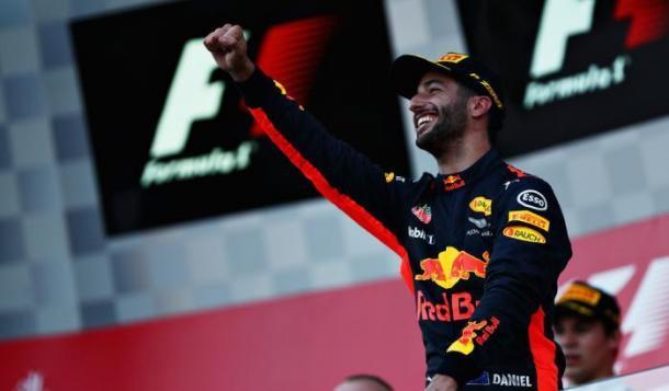 Daniel Ricciardo festante sul podio in Azerbaigian