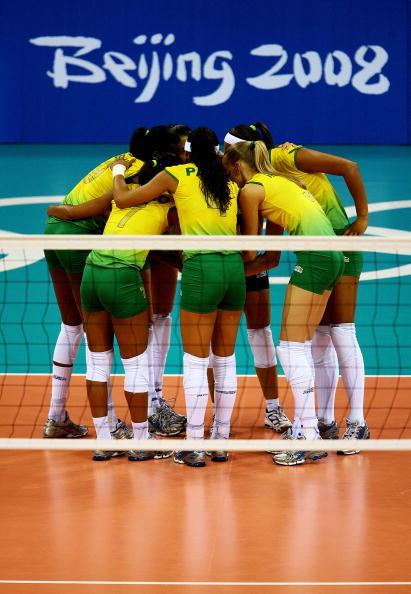 Seleção Brasileira unida pelo inédito ouro (Foto: Jeff Gross / Getty Images)