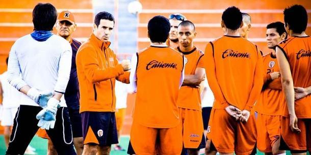 Jugadores del Tijuana dirigidos por Joaquín del Olmo / Fuente: Wikimedia Commons