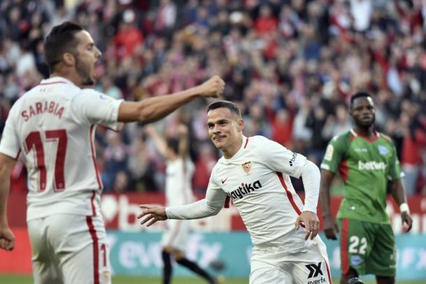 Roque Mesa y Sarabia, autores de los goles del último encuentro ante el Alavés | Foto: Sevilla FC
