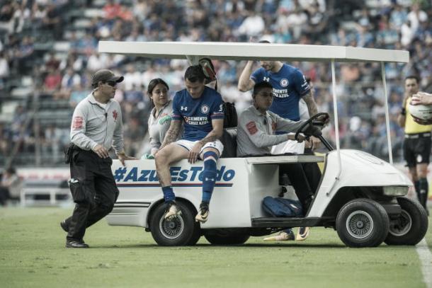 El 'Catita' Domínguez sale lsionado en el partido contra Santos Foto | Fuente: deportes.televisa.com