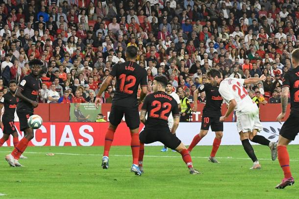 Franco Vázquez marcando el tanto sevillista | Foto: Sevilla FC