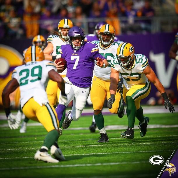 Keenum corre ante la inoperancia de la defensa Packer. Fuente: Minnesota Vikings