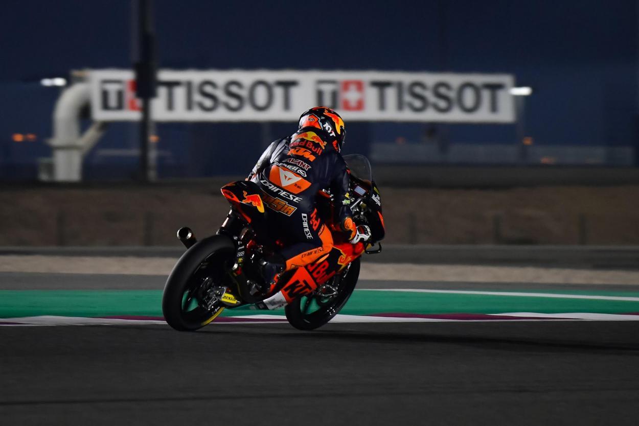 Las difíciles condiciones han hecho que los tiempos fueran casi 2 segundos más lentos que el récord de la pista. Imagen: MotoGP