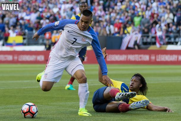 Bobby Wood just chases after the ball in the first half against Ecuador | Brandon Farris - VAVEL USA