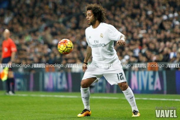 Marcelo controla el esférico durante un encuentro en el Bernabéu | Fuente: Rodri J. Torrellas, VAVEL España