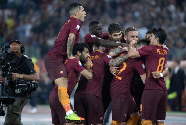 La gioia dei giocatori della Roma dopo il gol di El Shaarawy. Foto: La Stampa