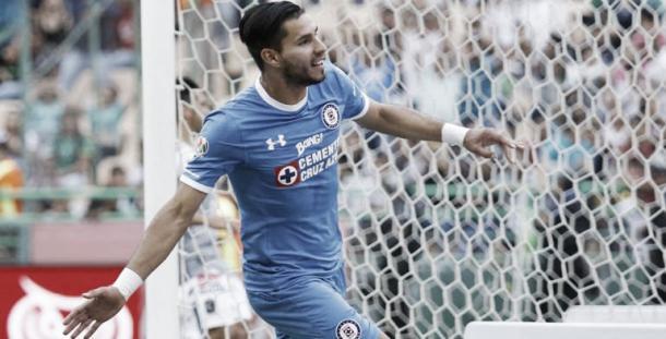 Benítez festeja gol de empate del Cruz Azul | Fuente: guerrero.quadratin.com