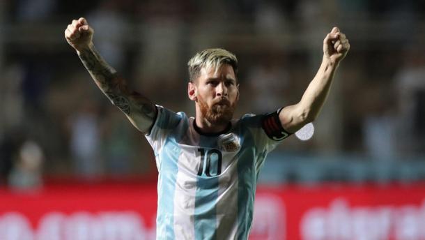Leo Messi esulta dopo il gol dell'1-0 alla Colombia