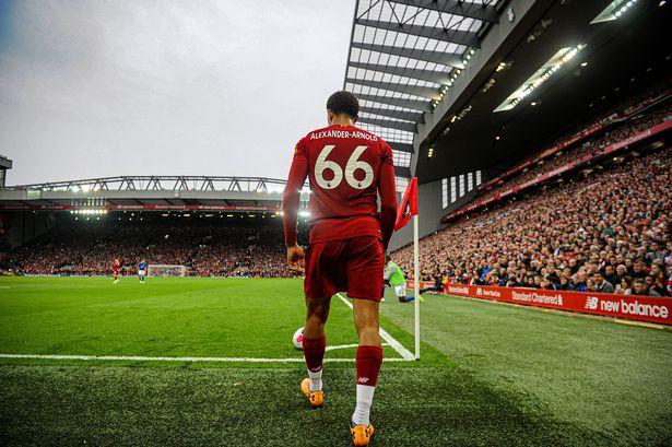 Arnold y su permutación hacia el lateral / FOTO: Liverpool FC
