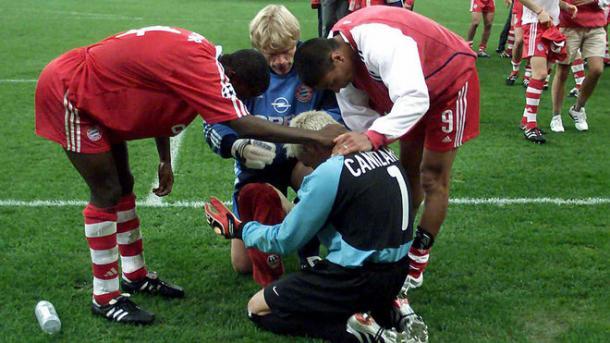 Consolando a Cañi tras la pérdida (foto:marca)