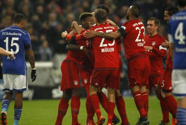 The Bayern players celebrate with Martinez after scoring against Schalke last season | Photo: Getty