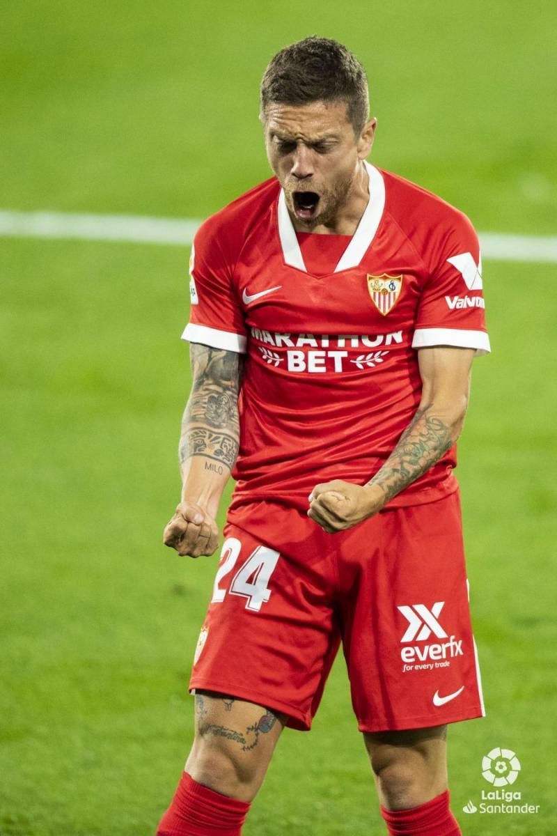 Papu Gómez después de anotar el gol de la victoria. | Foto: La Liga.