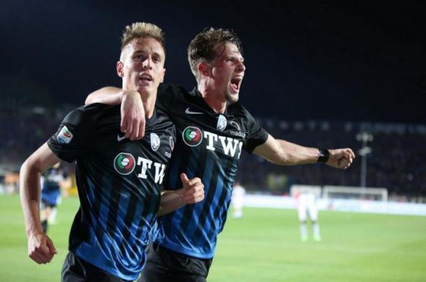 Conti festeggia il suo gol insieme a Toloi. | @cmt8news, Twitter.