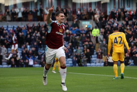 Sam Vokes segna l'1-0 sul Palace e festeggia così.   Premier League, Twitter.