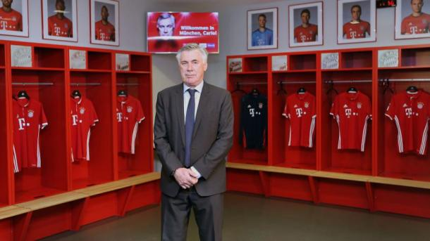 Carlo Ancelotti in the changing room | Photo: FCBayern