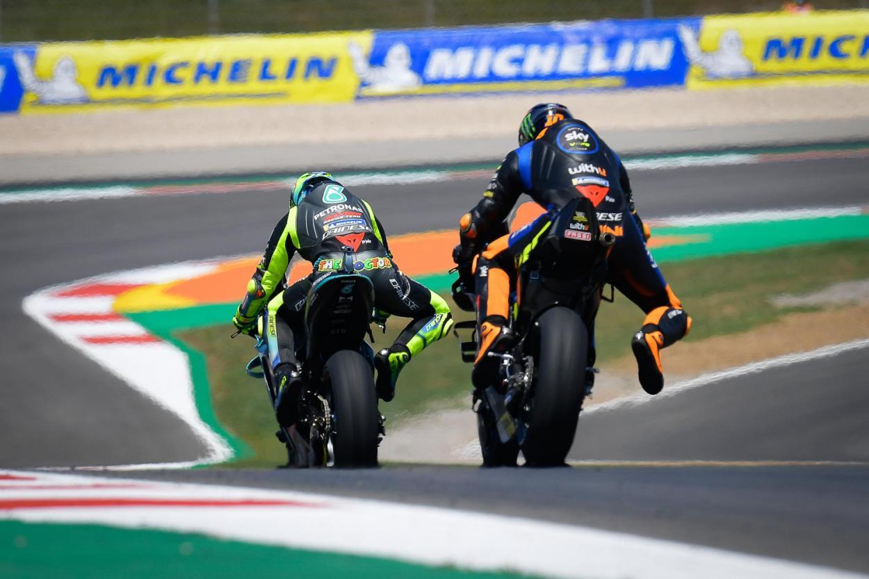 Rossi y Marini, en el fantástico trazado de Portimao. Imagen: MotoGP